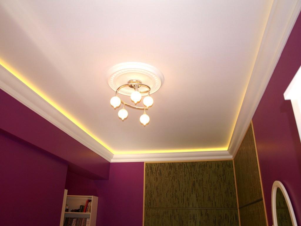 Дизайн потолка спальной комнаты фото