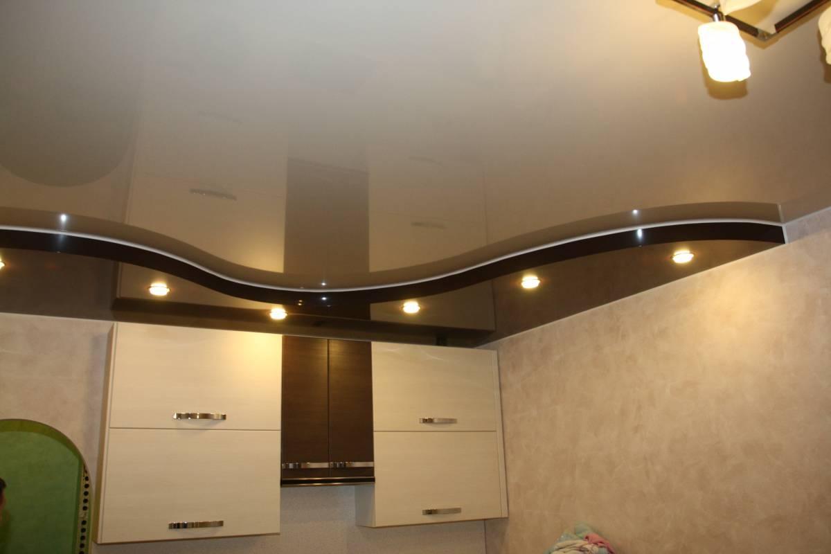 Фото дизайн навесных потолков в кухни