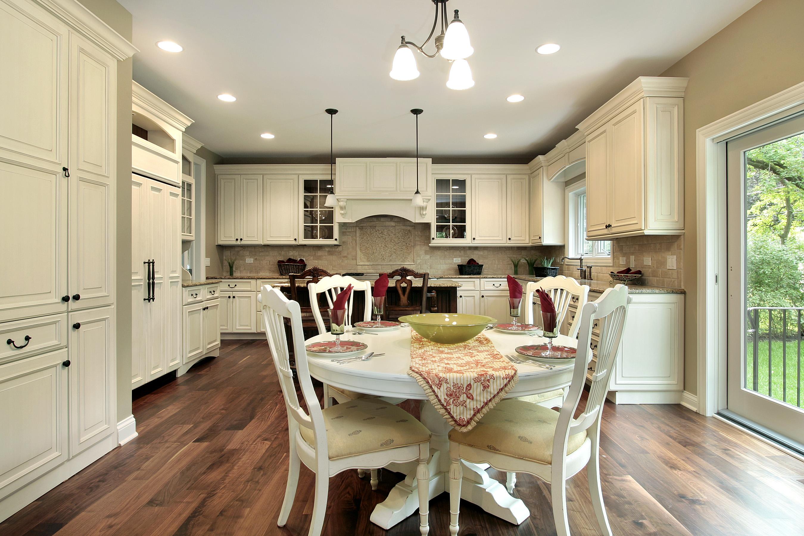 цвет потолка на кухне фото