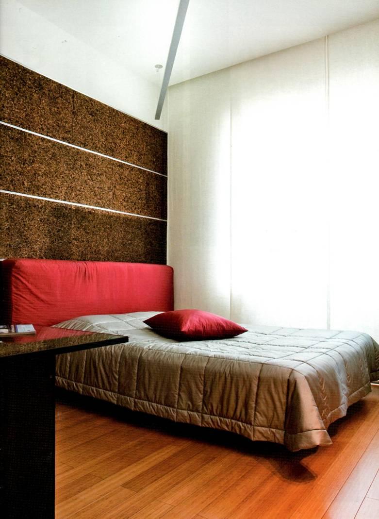 Дизайн стен спальной комнаты пробка