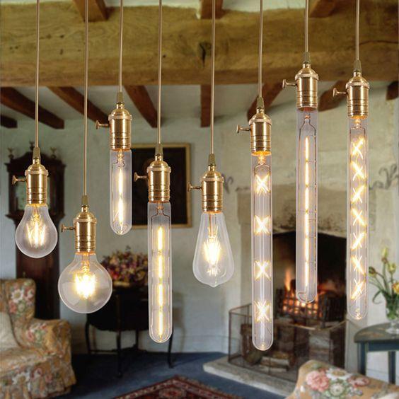 Кухня лофт, белые лампы Эдисона