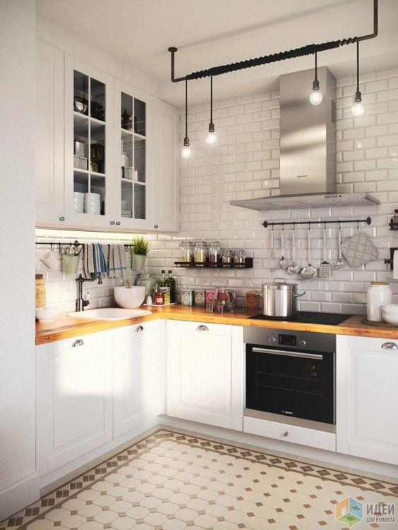 Кухня из искусственного камня, пластика и дерева