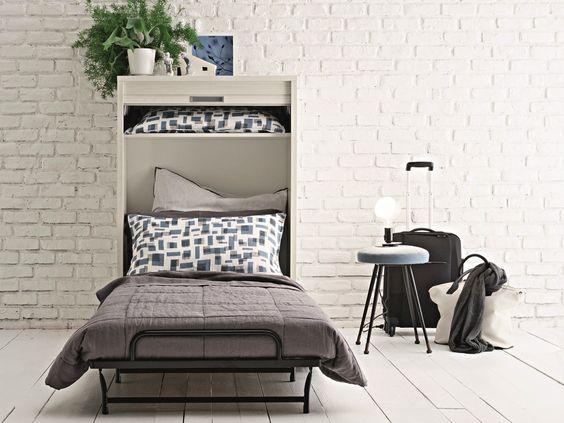 кровать встроенная в шкаф в интерьере