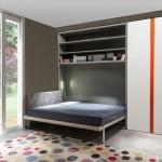 уютная кровать-трансформер в гостинной