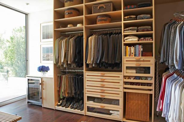 секции для костюмов в шкафу