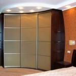 спальная комната с угловым шкафом-купе