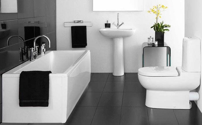 матовый черный пол в ванной