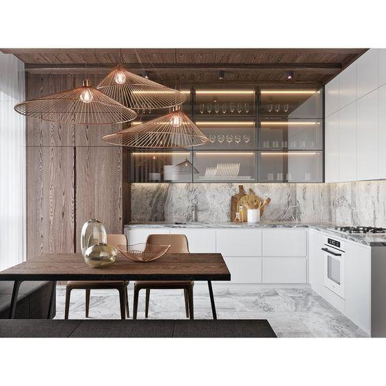 кухонный шкаф с кухонным фартуком