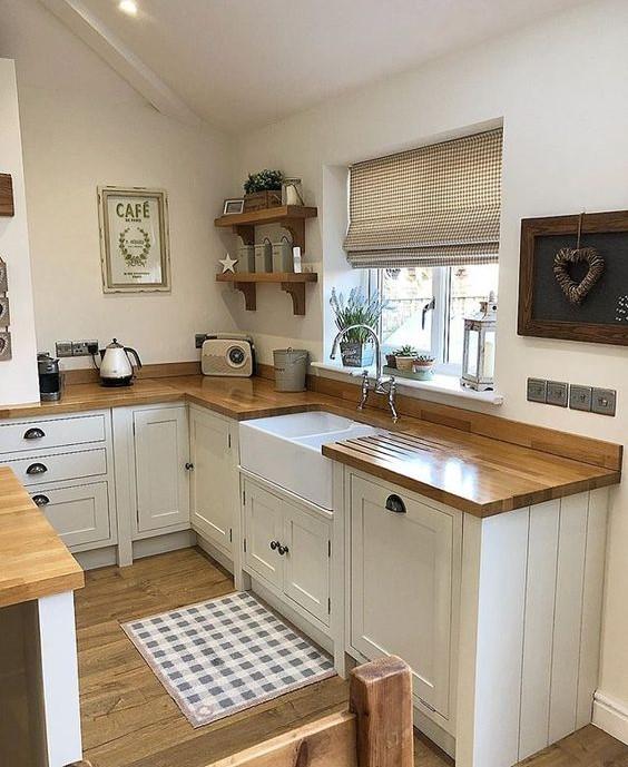 идея дизайна функциональной кухни в загородном доме