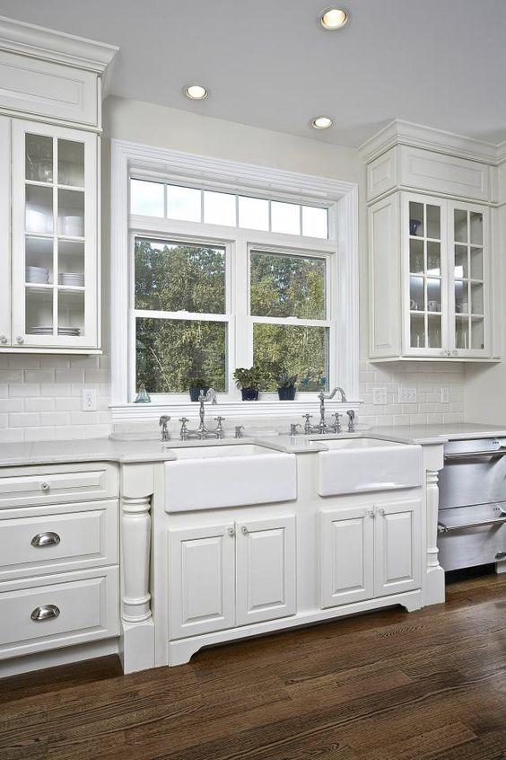 фото кухни в белом цвете в загородном доме