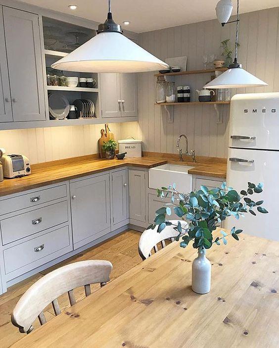 оформление интерьера кухни в загородном доме в современном стиле