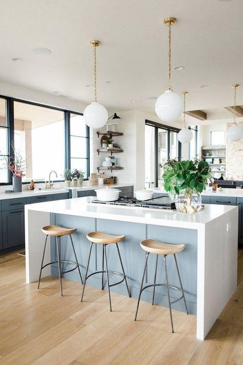 идея оформления кухни в загородном доме в современном стиле