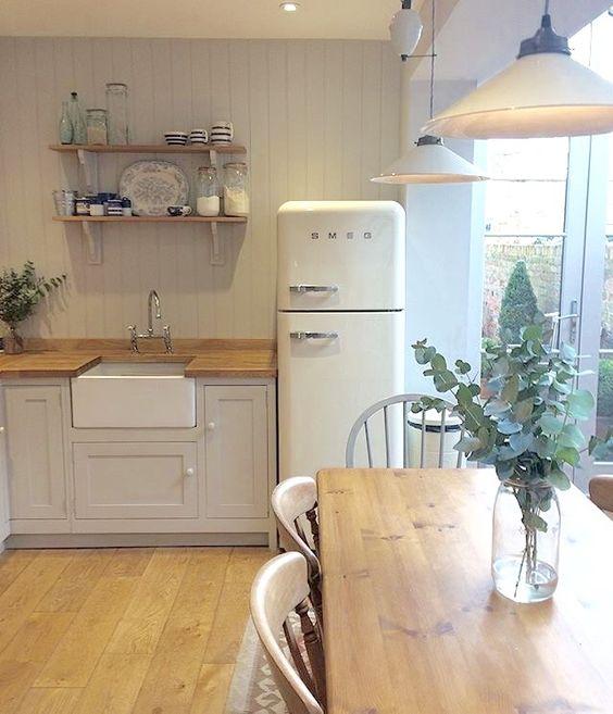 современный дизайн кухни в загородном доме