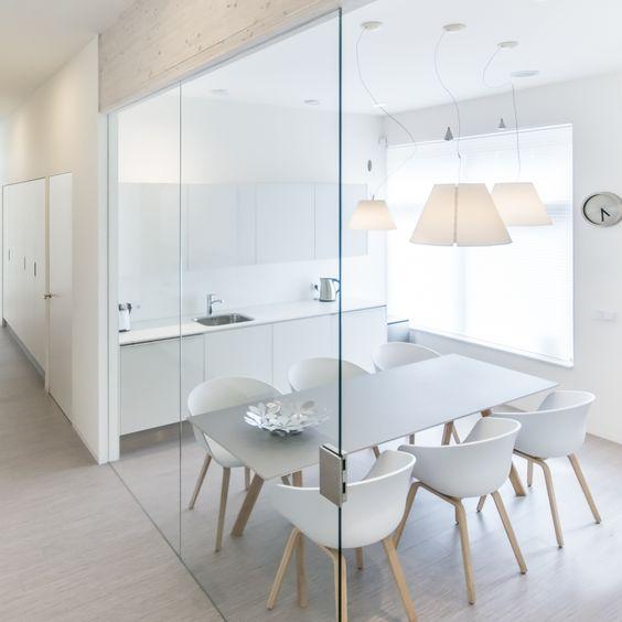 кухня в стиле минимализм белого цвета