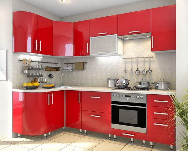 пример оформления кухни небольшого размера с красным гарнитуром