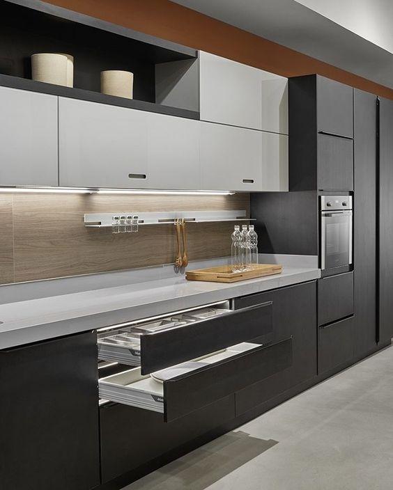 строгая цветовая палитра в дизайне кухни в стиле минимализм