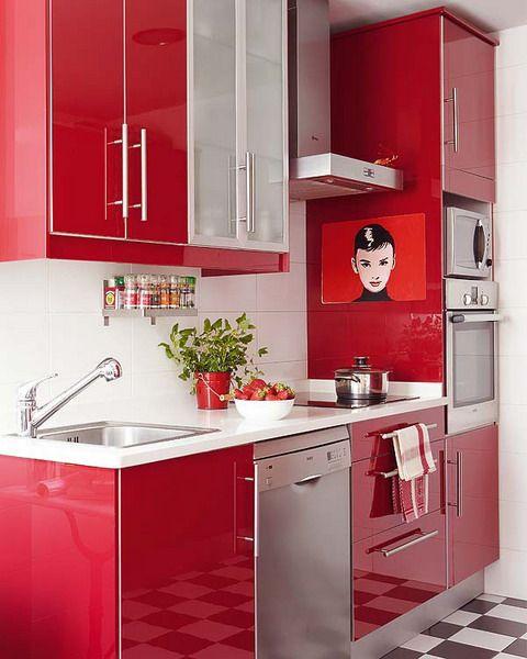 идея оформления интерьера красной кухни