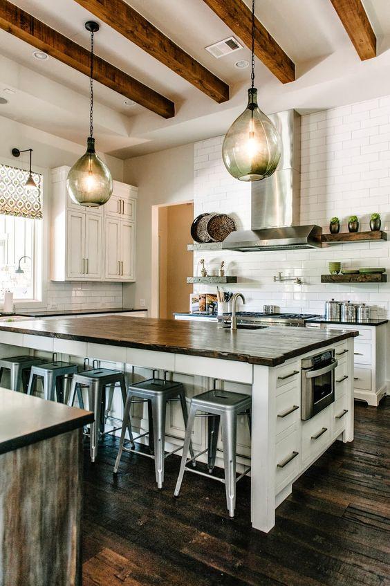 дизайн освещения кухни в загородном доме