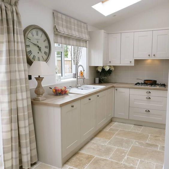 фото интерьера кухни в загородном доме